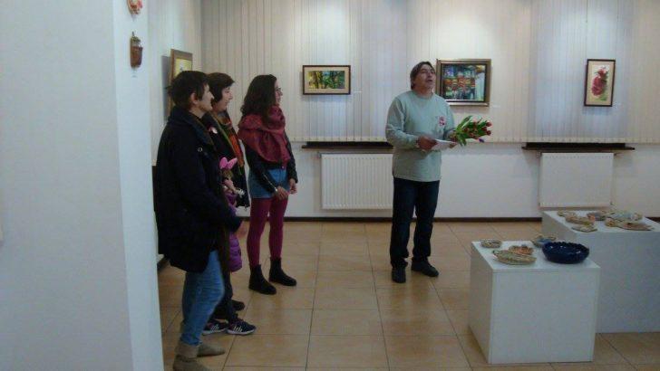 Традиционна осмомартенска изложба на жени творци откриха в Галерията