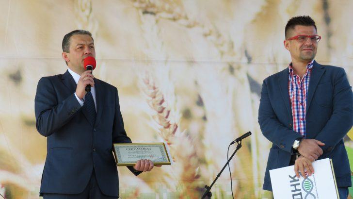 """Инициаторите на """"Семе българско"""" и Община Севлиево със сертификат за запазване на българското ДНК"""