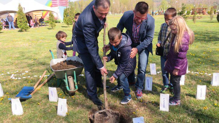 """Дърво на надежда за България засадиха на """"Семе българско"""""""
