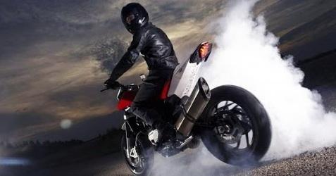 """25-годишна подкара мотоциклет """"Априлия"""" след като се надруса"""