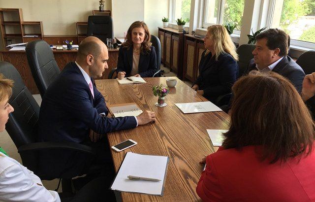Кметове и депутати на среща при Областния по важни въпроси
