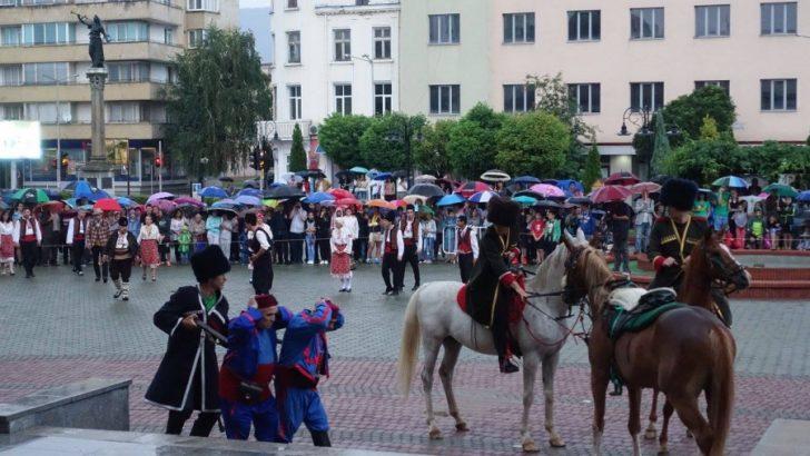 От нас не се очаква да умрем достойно за България, а да живеем достойно за нея