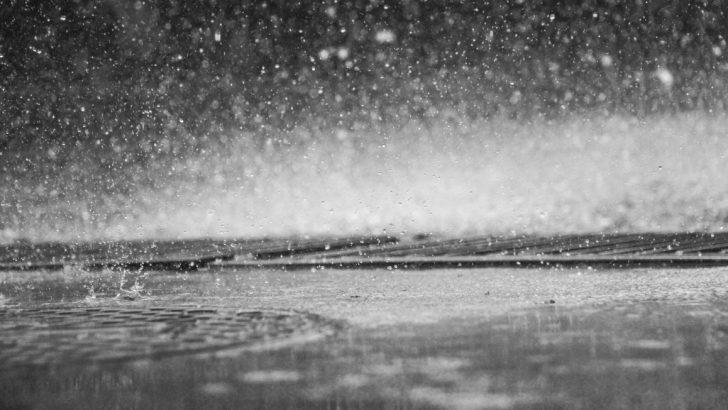 АПИ предупреждава: интензивни валежи, гръмотевични бури и градушки усложняват обстановката на пътя