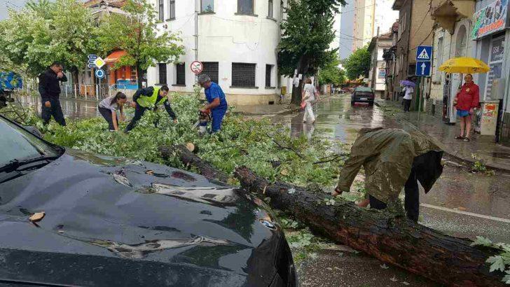 Бедствие в Севлиево, огромни щети за по-малко от час