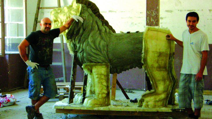 Монтират лъвовете за моста на Кольо Фичето през октомври