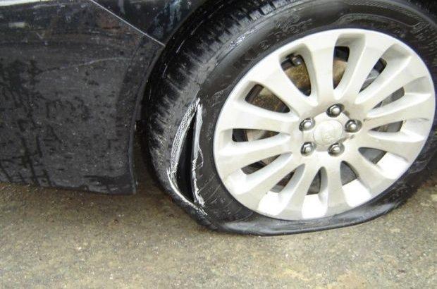 Кола осъмна с разбито стъкло и нарязани гуми в Ряховците