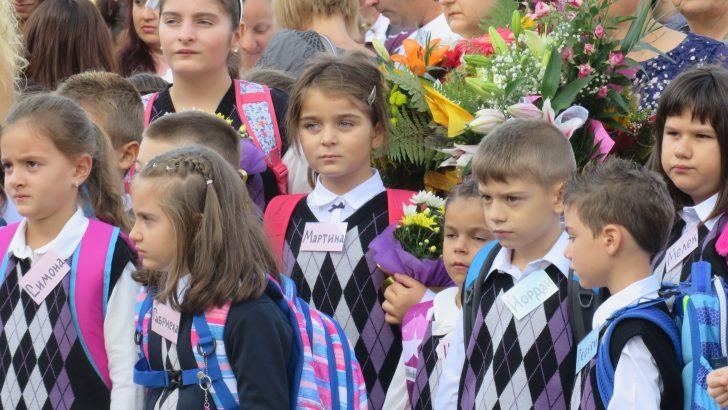 На прага на училище: 285 първокласници влязоха в класните стаи в община Севлиево