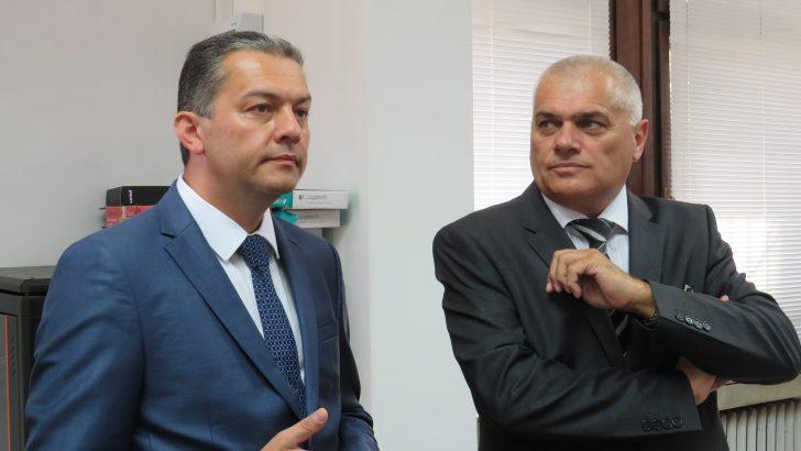 Министър Радев похвали кмета за действащия Общински координационен център