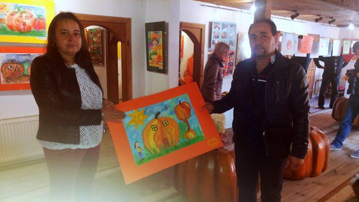 Впечатлен от Музея на тиквата плевенчанин направи дарение