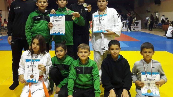 Дъжд от медали за джудистите ни от международен турнир в Сливен