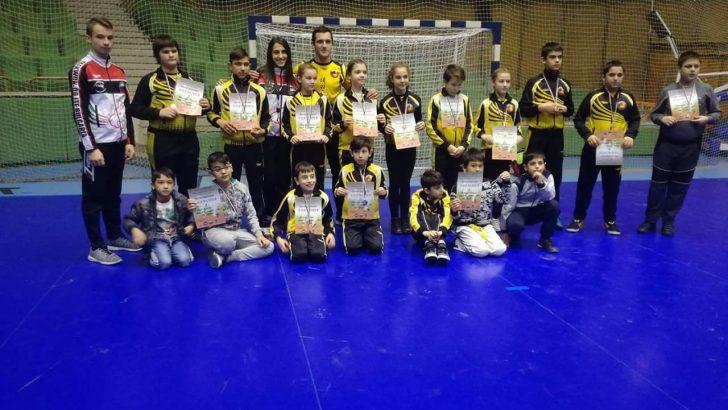 6 златни, 11 сребърни и 11 бронзови медала за таекуондистите от Купа Габрово