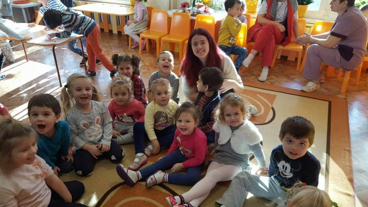 ИНТЕРАКТивните джуджета при малките хлапета