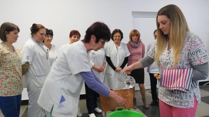 Деня на родилната помощ празнуваха днес в севлиевската болница