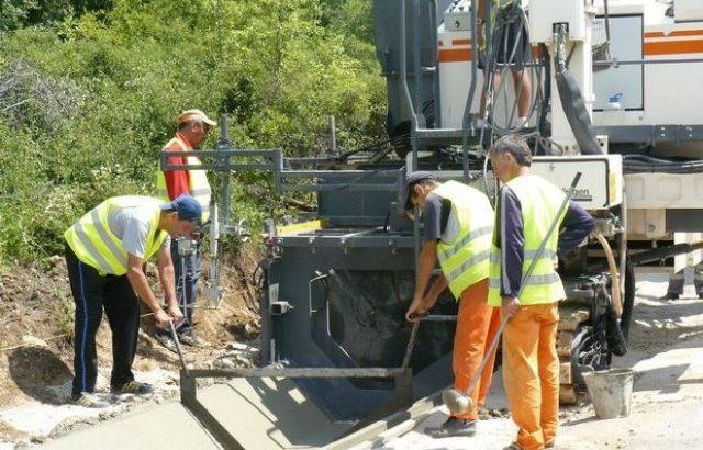 Първа копка за ремонта на пътя към Габрово