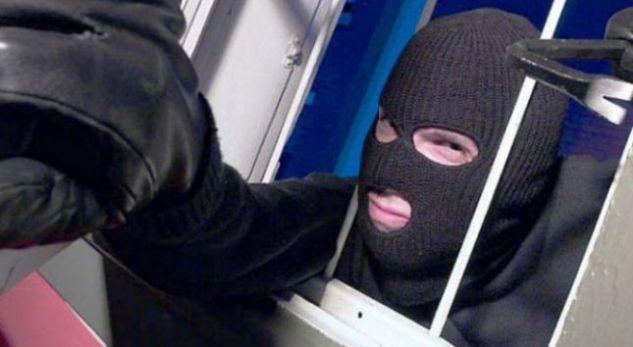 Нагли крадци нахлуха в дома на 29-годишна севлиевка