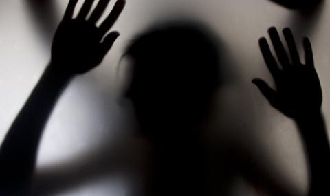 Двадесетгодишни влизат в затвора за изнасилване