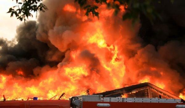 Пожар изпепели къща до основи