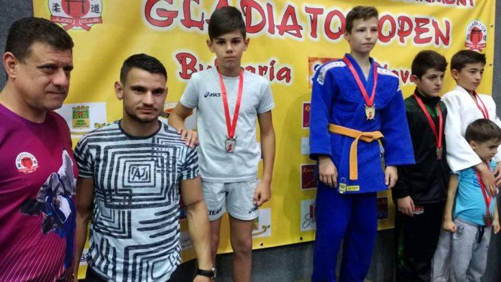 "С 8 медала се окичиха джудистите от турнира ""Гладиатор"""