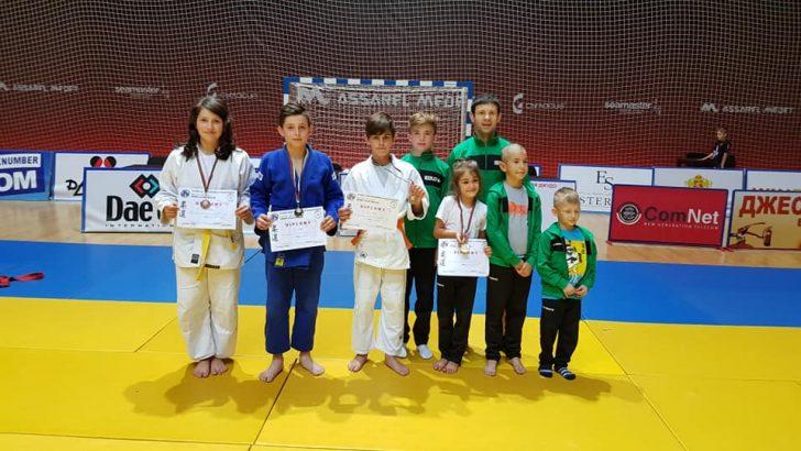 Пет медала извоюваха джудистите на турнира в Панагюрище