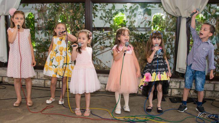 """Най-малките вокалисти от ,,Upstream Voices"""" посрещнаха лятото"""