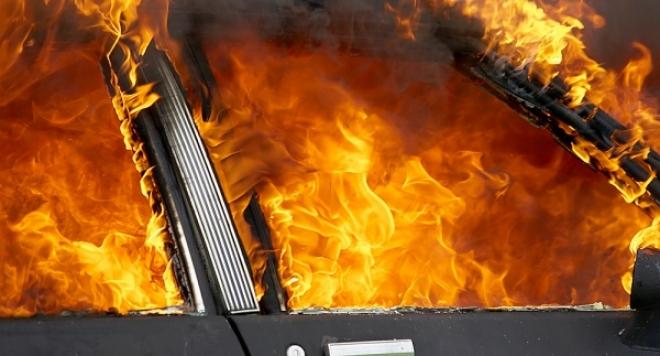 Лек автомобил горя в Севлиево