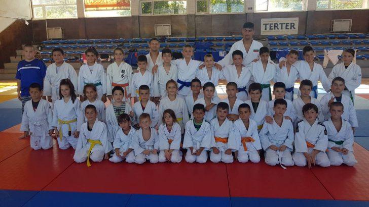 Наши джудисти се включиха в тренировъчен лагер с националния отбор