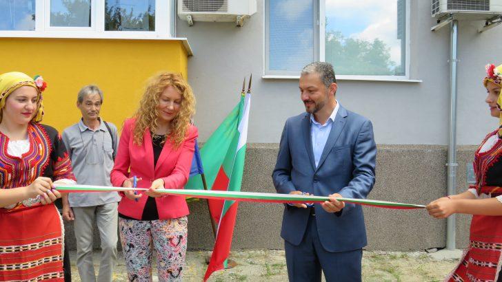 Зам.-министър Николова и д-р Иван Иванов прерязаха лентата на 23 обновени сгради в Севлиево