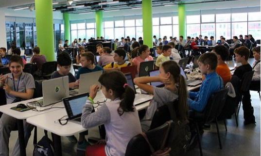 Безплатна школа по програмиране и дигитални науки за ученици в Севлиево