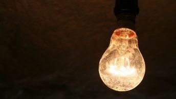 Вашият доставчик Ви съветва как да пестите ток през зимата