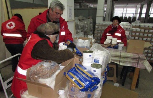 БЧК започна раздаването на хранителни продукти за най-бедните