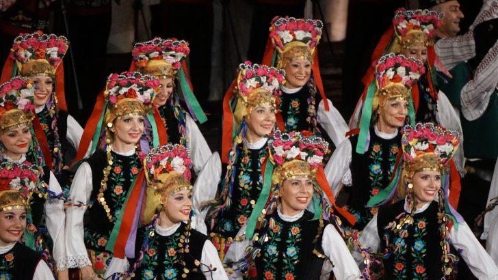 """Ансамбъл """"Тракия"""", Илия Луков и Яница на сцената на """"Семе българско"""""""