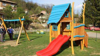 Евродепутатът Андрей Новаков дари нови съоръжения за детската площадка в кв. Недевци