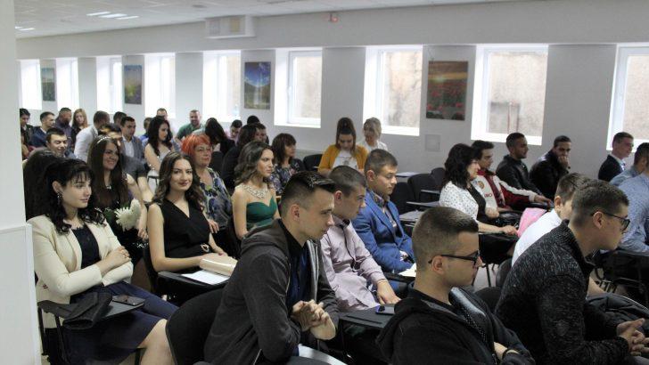 """Изпратиха зрелостниците на ПГМЕТ """"Ген. Иван Бъчваров"""" в Севлиево"""