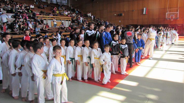"Над 200 спортисти премериха сили в турнира по джудо ""Купа Севлиево"""