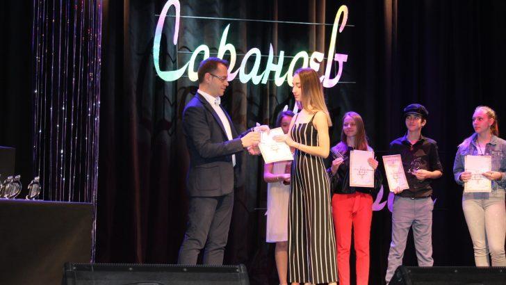 Антония и Гала се завърнаха с медали от европейски младежки поп-рок конкурс