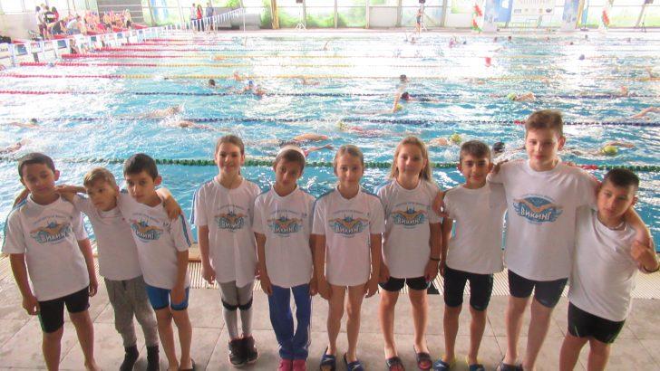 """Успешно представяне на най-малките ни плувци в турнира """"Златоперки"""""""