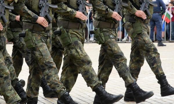 """Като няма казарма, момчетата могат да станат мъже в клубовете """"Приятели на армията"""""""