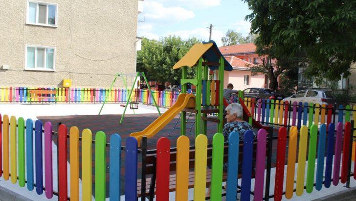 Четири нови детски площадки радват севлиевските малчугани