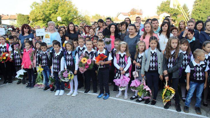 В изцяло ремонтирани учебни и детски заведения започна новата учебна година в община Севлиево