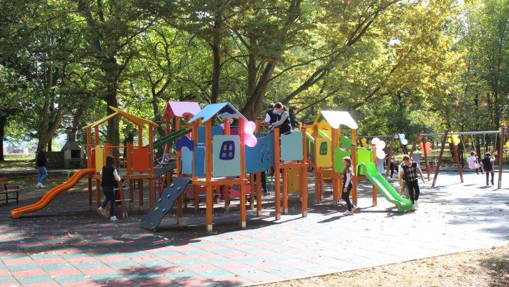 """Община Севлиево и Ротари клуб откриха нова детска площадка в парк """"Черничките"""""""