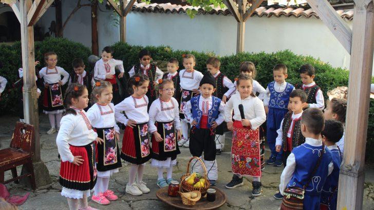 Севлиевчета пресъздадоха обичаите за празника Димитровден