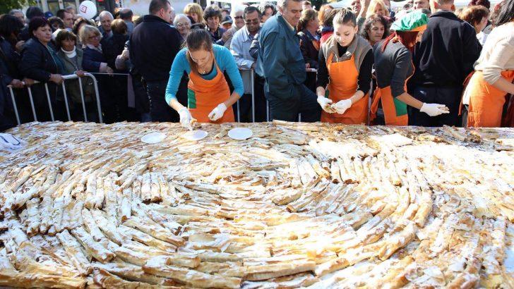 Рекордно дълъг тиквеник подготвят за празниците в Севлиево