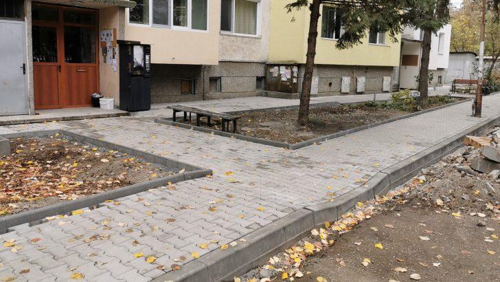 Община Севлиево ремонтира тротоарите в града