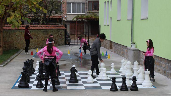 "Детски комплекс ""Йовко Йовков"" има модерна детска площадка"