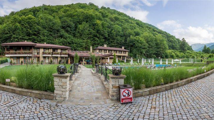 """Отличиха Къща за гости """"Тримата Глупаци"""" сред най-добрите на Балканите"""