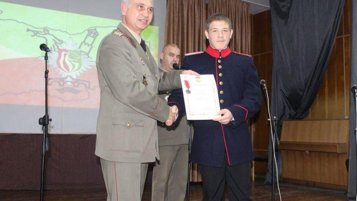 Полковник Георги Петков награди Румен Гатев за неговата патриотична дейност