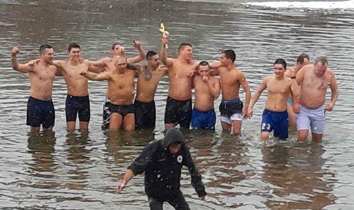 19-годишният севлиевец Симеон Спасов извади кръста от река Росица