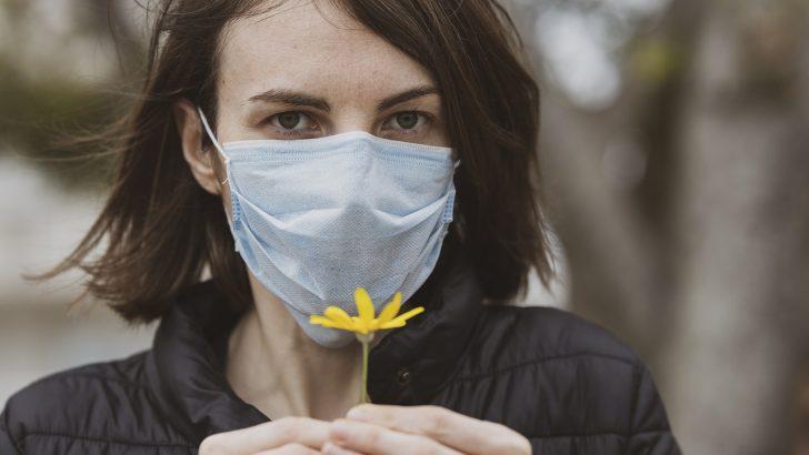 """""""Инкогнито"""" дари предпазни маски на """"Медицински център-1-Севлиево"""""""