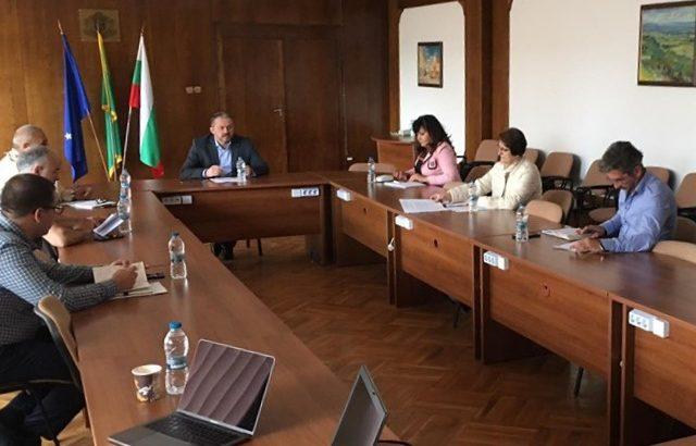 Със заповед на кмета д-р Иван Иванов се подновява работата на кооперативния пазар и закритите площи на ресторантите
