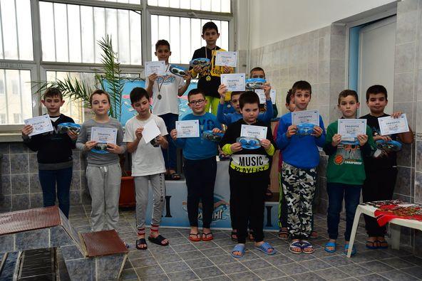 Наградиха най-добрите плувци в Областното състезание